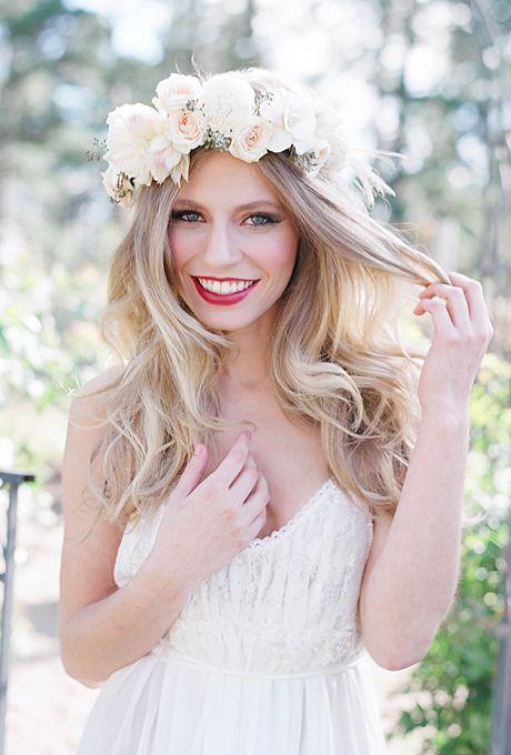 penteados-para-noivas-2017-com-coroa-de-flores