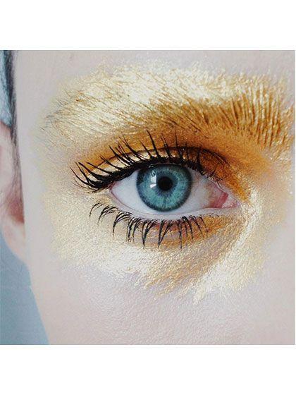 maquiagem-para-carnaval-dourada-nos-olhos