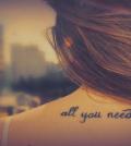 frase all you need is love para tatuar