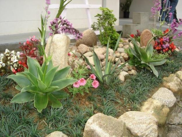 jardins pedras fotos:Dicas de paisagismo e jardinagem residencial com pedras