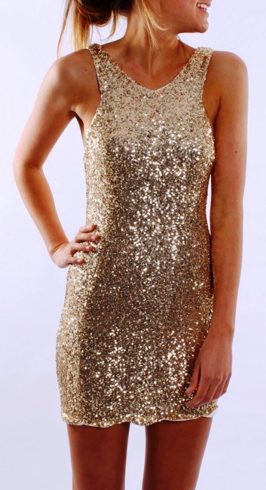como-usar-vestidos-dourados-curtos