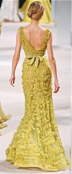 vestidos-de-renda-longo-dourado