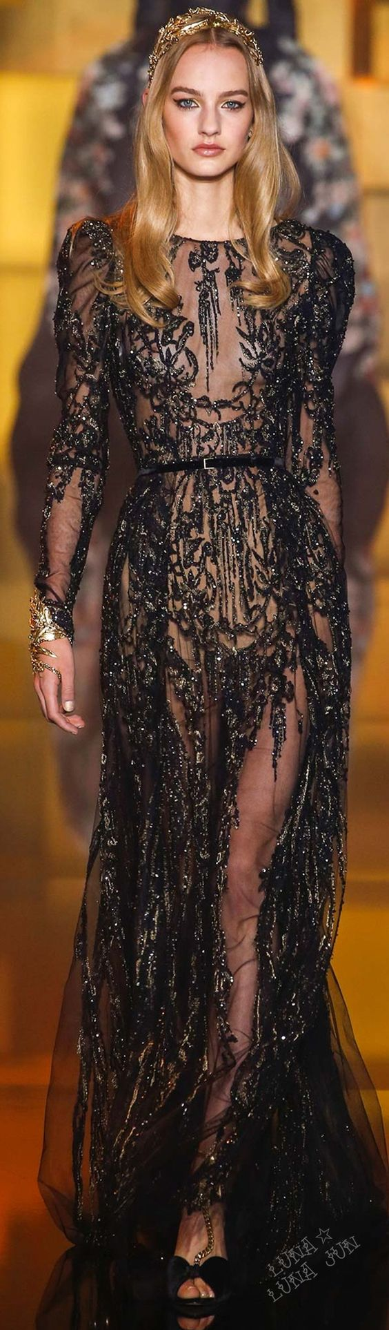 vestidos-de-renda-longo-preto-transparente
