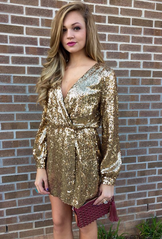 vestidos-dourados-curtos-com-brilho