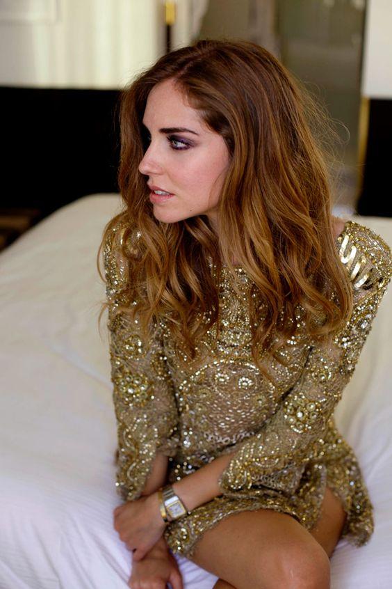 vestidos-dourados-curtos-glamuroso