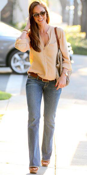 Blusa social feminina com calça jeans