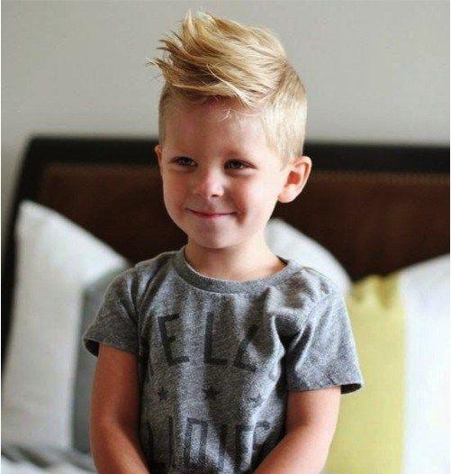 Cortes de cabelo infantil com topete