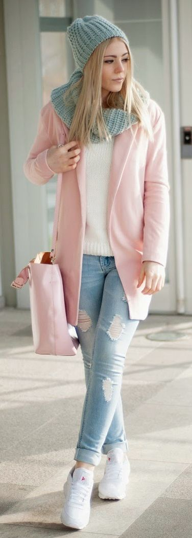 modelo de Casaco rosa e jeans