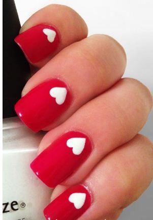 unhas decoradas vermelhas com coração