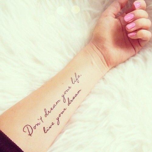 tatuagens escritas femininas