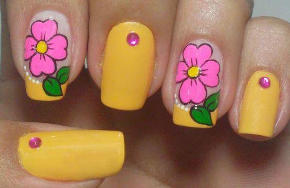 unha decorada com flores fáceis